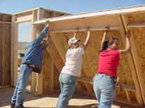 Photo_Payson_Program_has_Families_Building_Each_Others_Homes